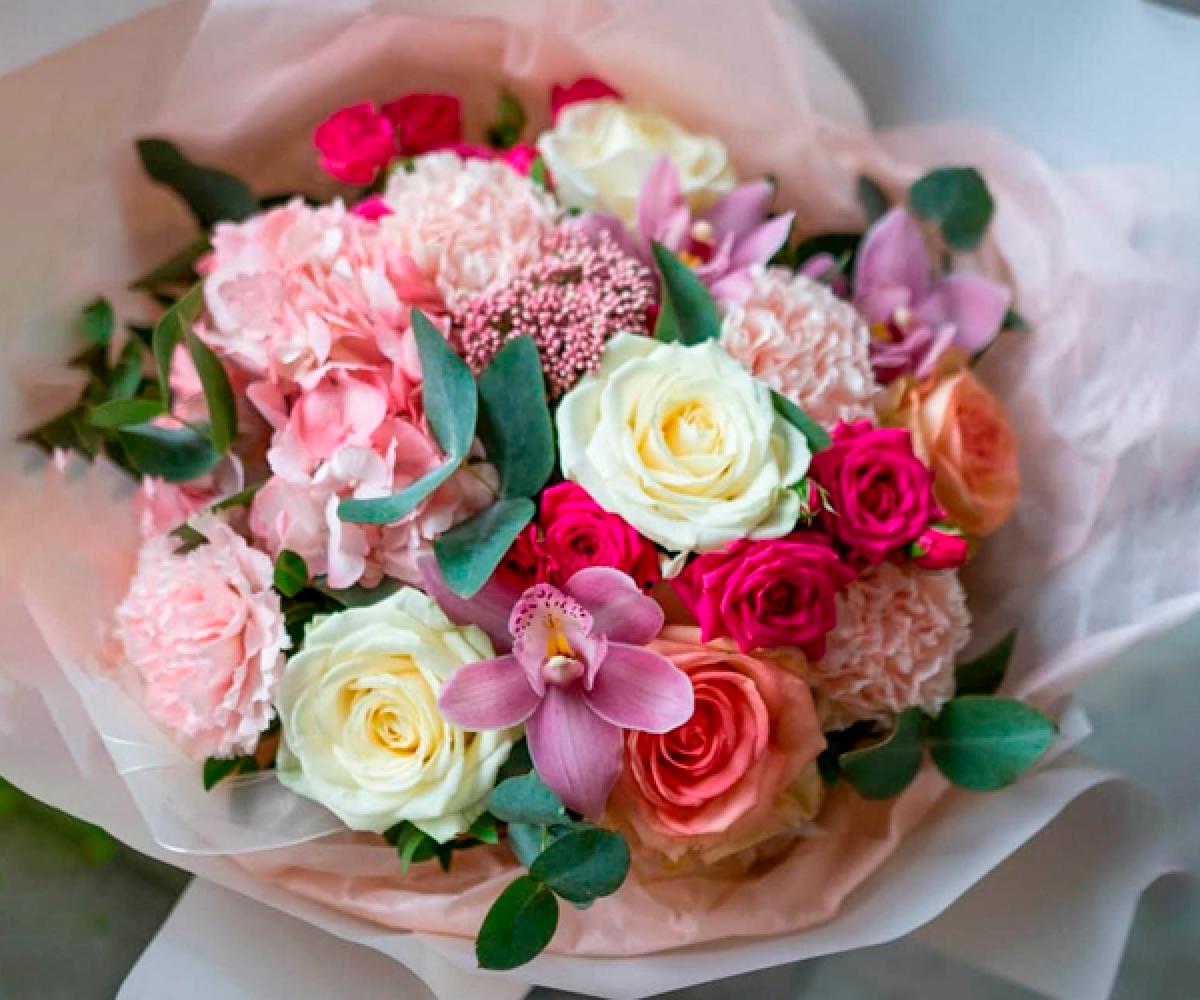 Авторский букет цветов 53