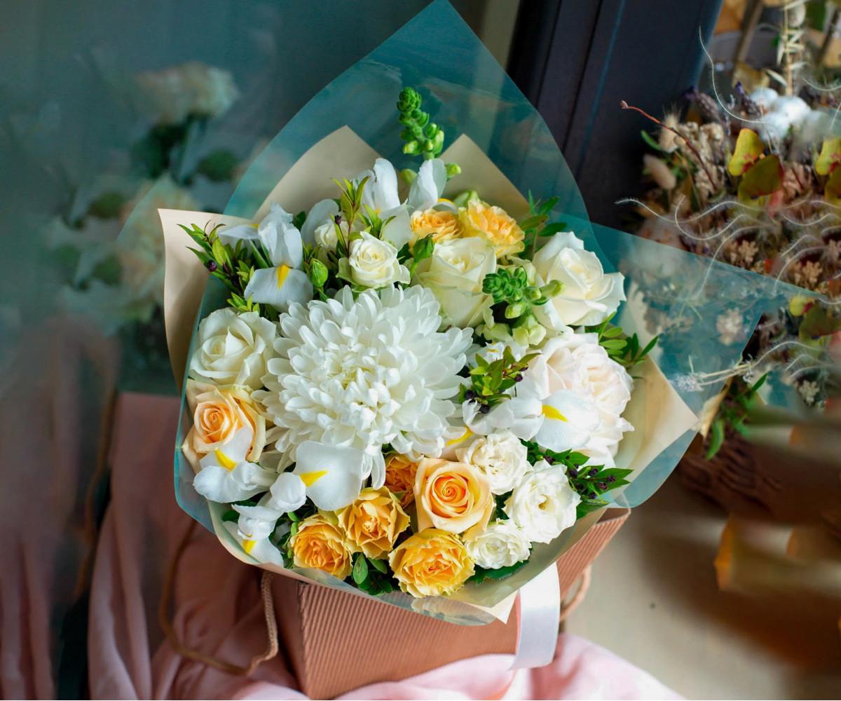 Авторский букет цветов 9