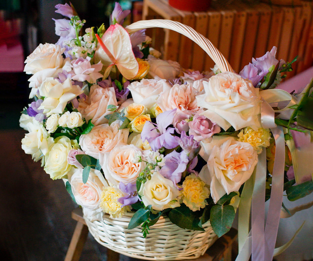 "Корзина с цветами ""Воздушное суфле"""